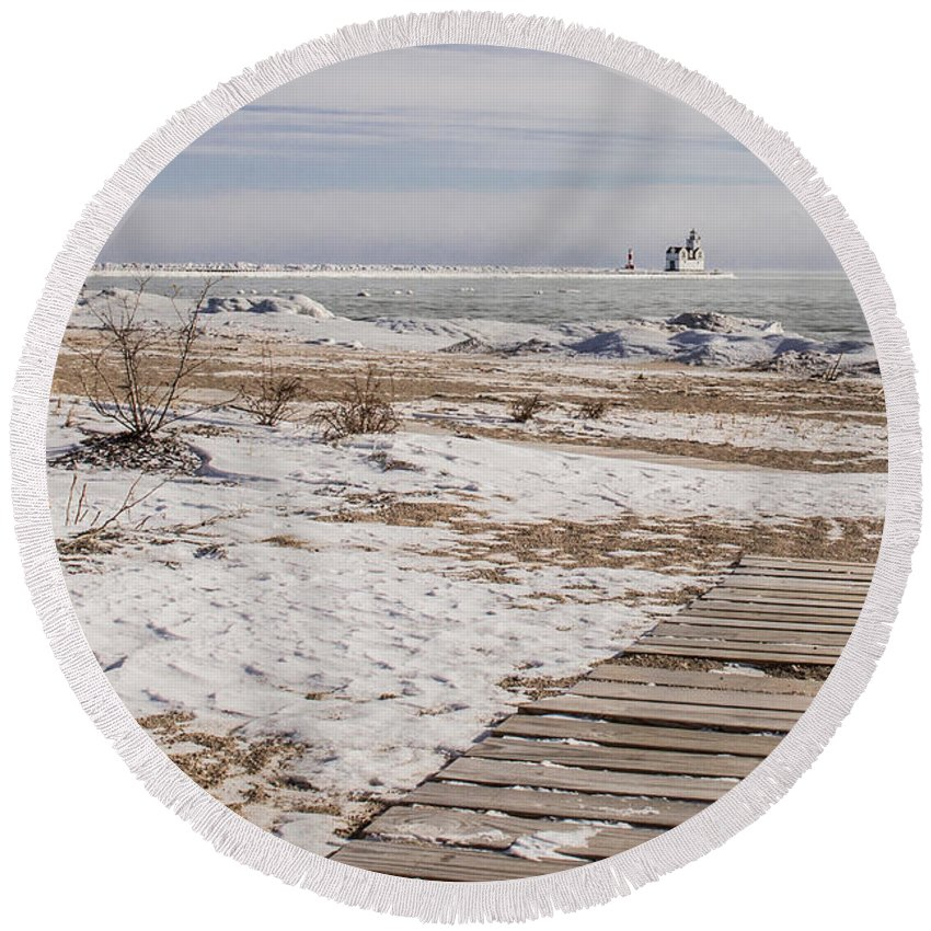 Kewaunee Round Beach Towel featuring the photograph Lake Michigan Lighthouse Kewaunee Wisconsin by Nikki Vig