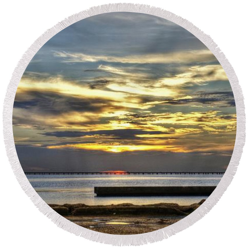 New Orleans Round Beach Towel featuring the photograph Lake Pontchartrain Sunset 2 by William Morgan