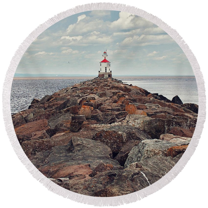Light House Round Beach Towel featuring the photograph Lake Superior Light House by Pam Holdsworth