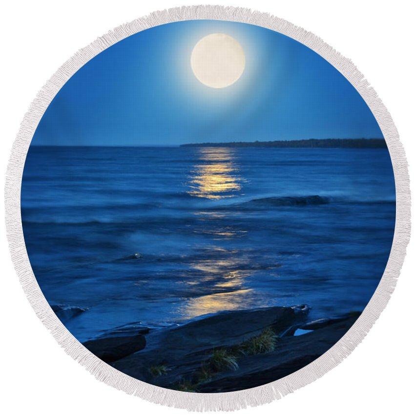 Beach Round Beach Towel featuring the photograph Lake Superior Moonrise by Jill Battaglia