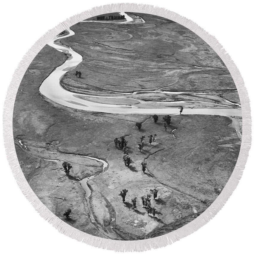 North America Round Beach Towel featuring the photograph Lamar Valley Black And White by Max Waugh