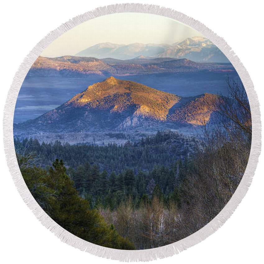 Mountains Round Beach Towel featuring the photograph Last Light by Dianne Phelps