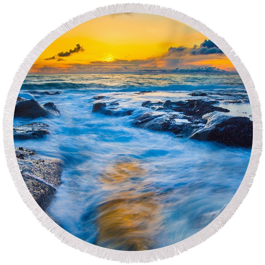 Sunset Round Beach Towel featuring the photograph Last Rays by Robert Bynum