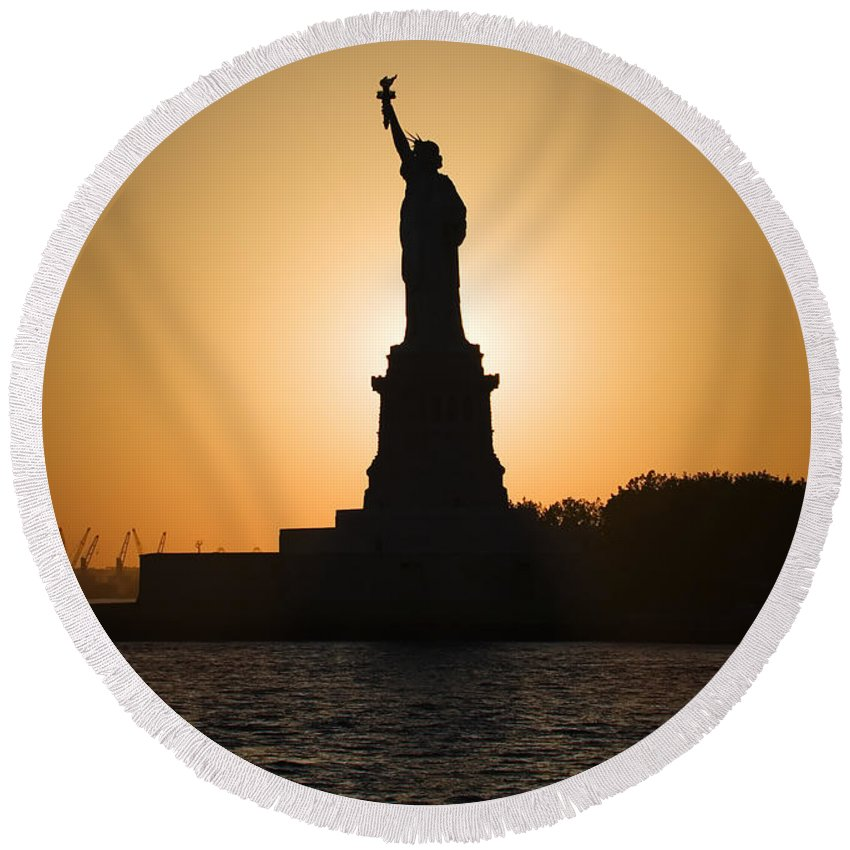 Statue Of Liberty Round Beach Towel featuring the photograph Liberty Sunset by Dave Bowman