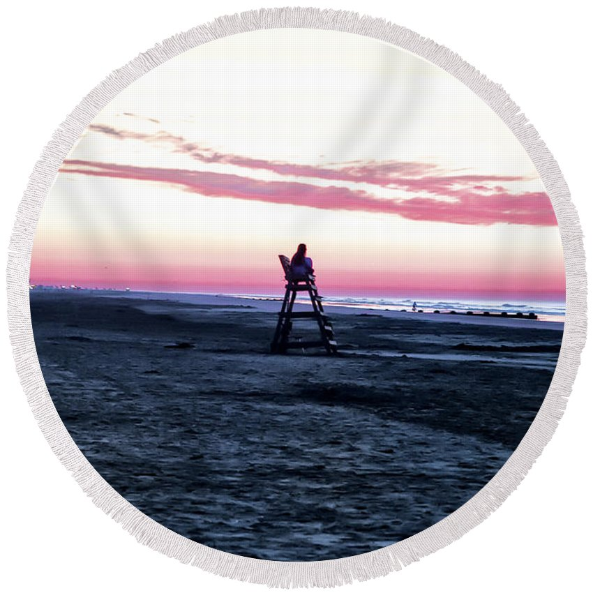 Life Is A Beach Round Beach Towel featuring the photograph Life Is A Beach by Bill Cannon