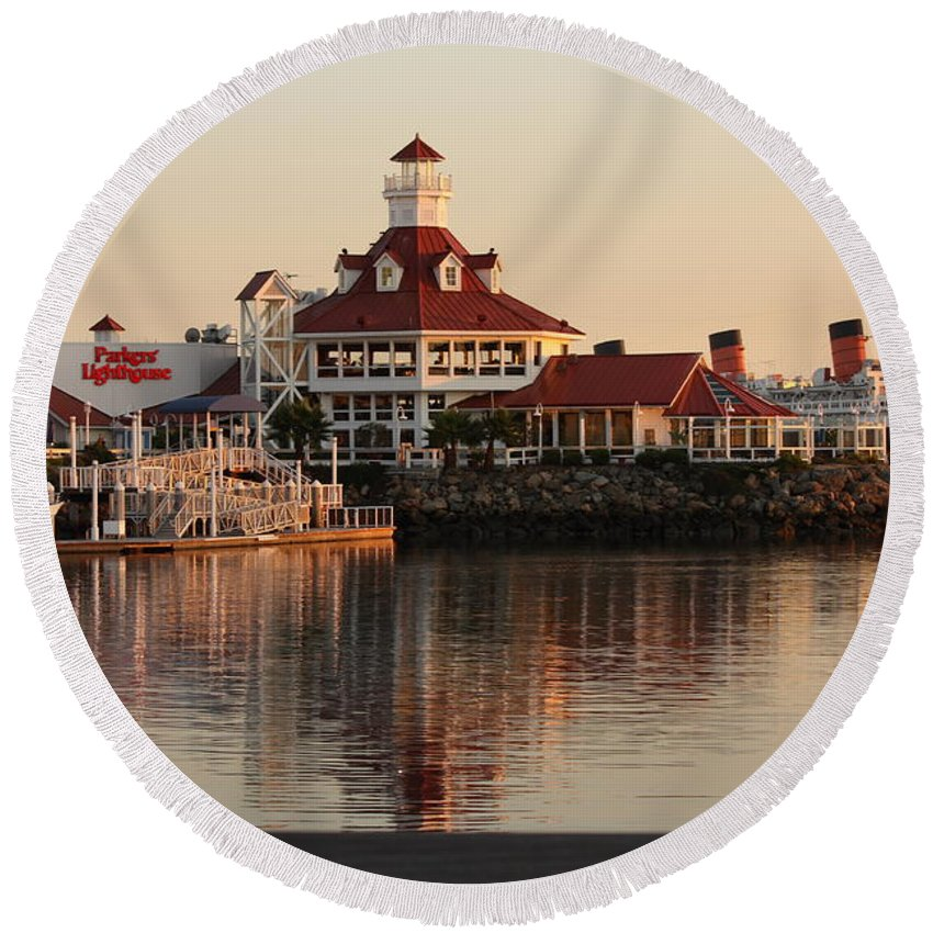 City Of Long Beach Round Beach Towel featuring the photograph Lighthouse by Luv Photography