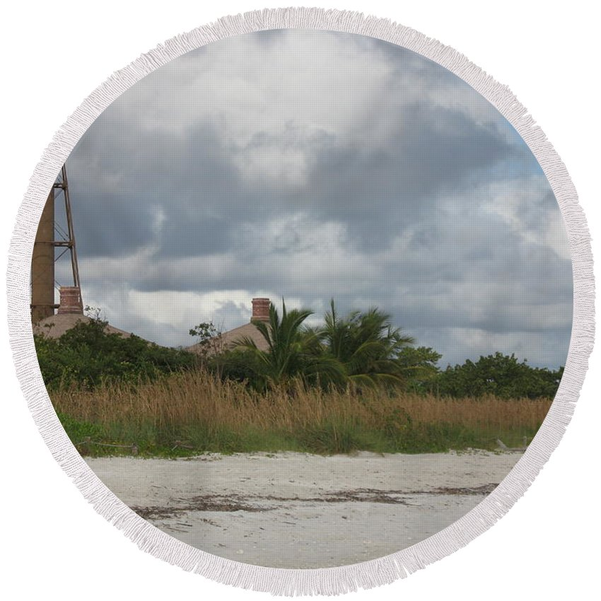 Ligthouse Round Beach Towel featuring the photograph Sanibel Island Light by Christiane Schulze Art And Photography