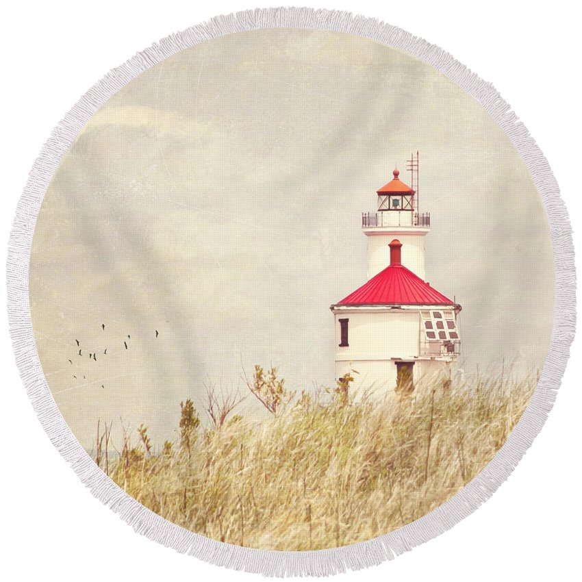 Lighthouse Round Beach Towel featuring the photograph Lighthouse With Red Roof by Pam Holdsworth