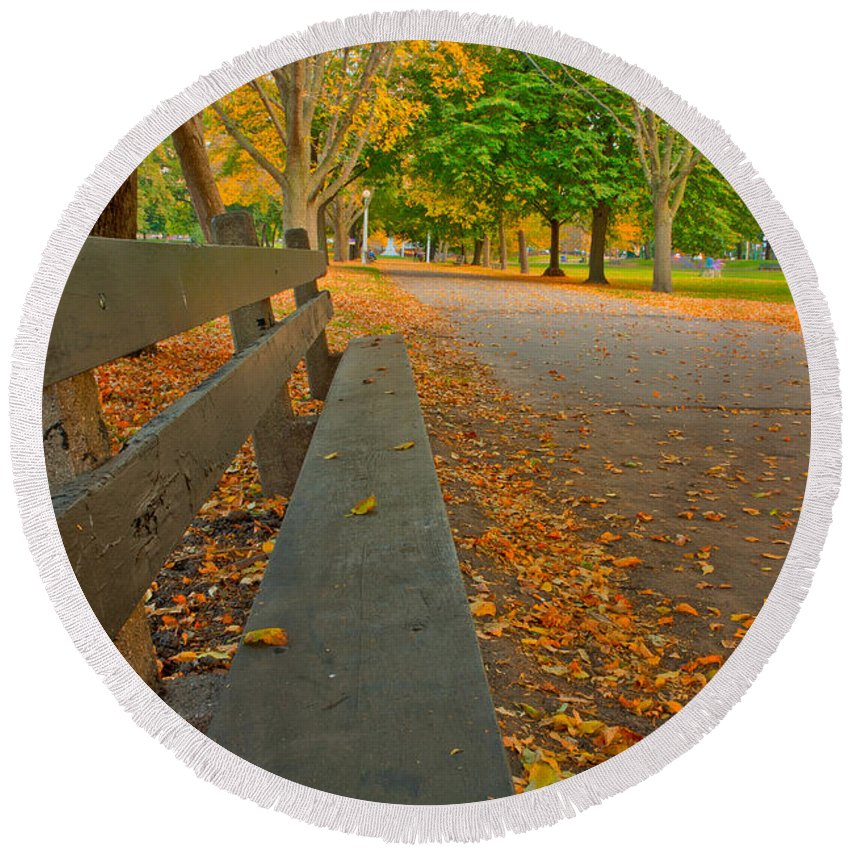 Fall Round Beach Towel featuring the photograph Lincoln Park Bench In Fall by Anthony Doudt