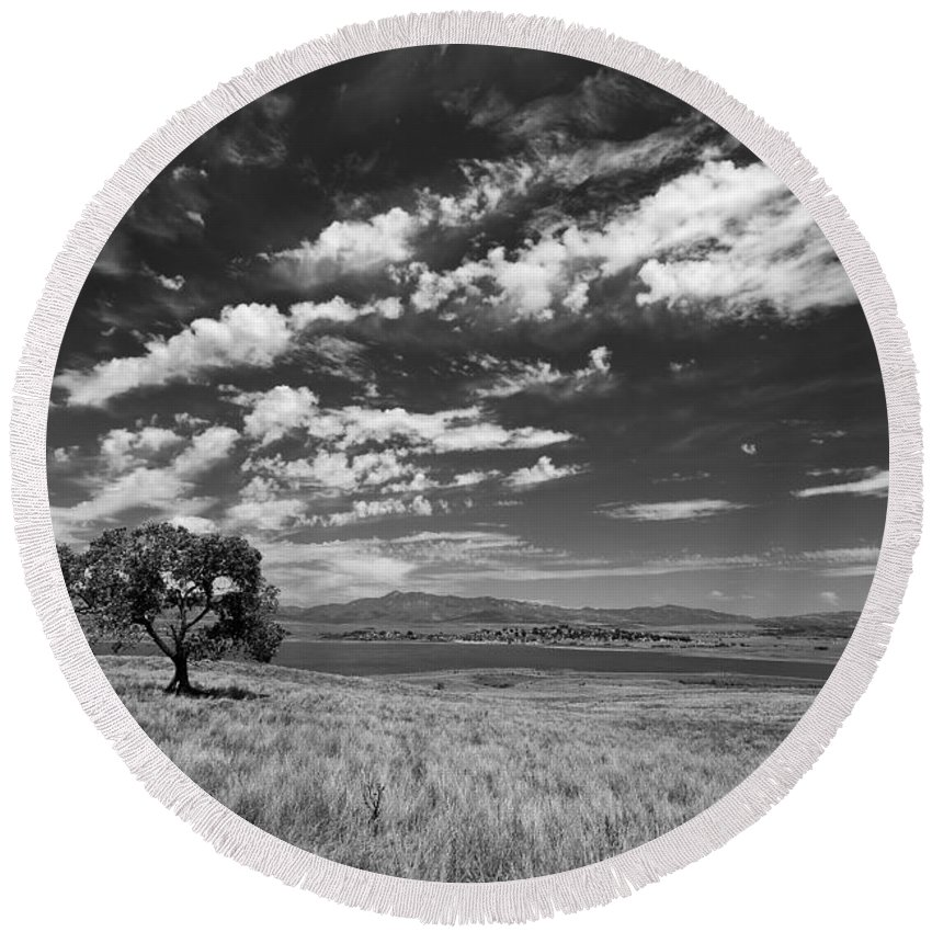 Big Sky Round Beach Towel featuring the photograph Little Prarie Big Sky - Black And White by Peter Tellone