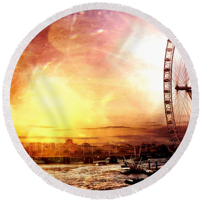 London Photos Round Beach Towel featuring the photograph London - London Eye by Justyna JBJart