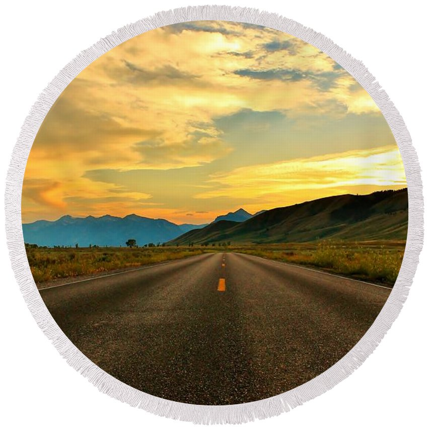 Open Road Round Beach Towel featuring the photograph Looking Ahead by Catie Canetti
