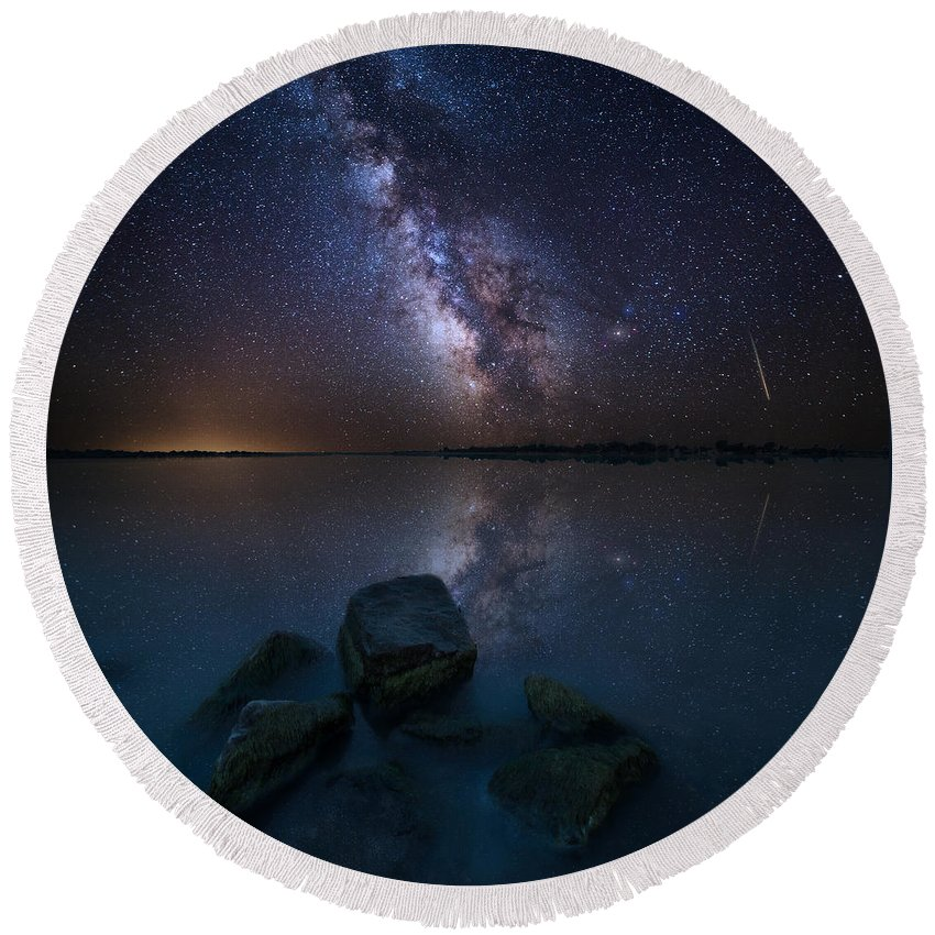 Milky Way Round Beach Towel featuring the photograph Looking At The Stars by Aaron J Groen