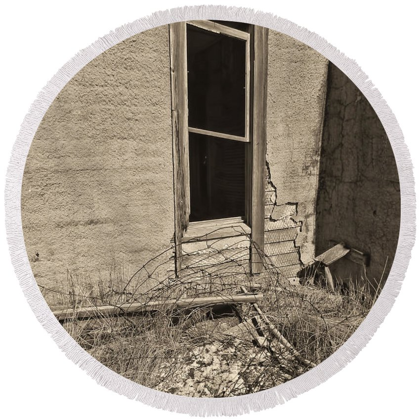 Abandoned Homestead Round Beach Towel featuring the photograph Looking In Bw by Cathy Anderson