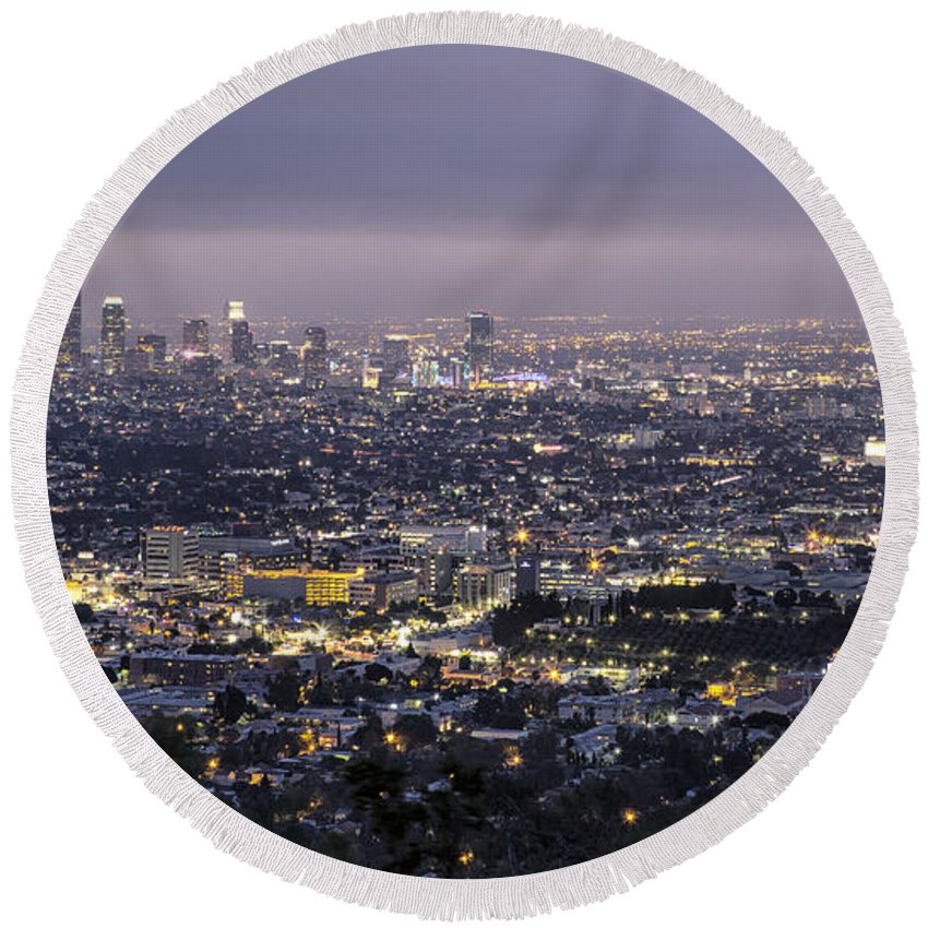 Los Angeles Round Beach Towel featuring the photograph Los Angeles At Night From The Griffith Park Observatory by Belinda Greb