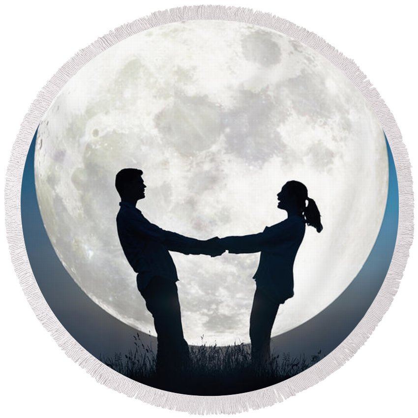Couple Round Beach Towel featuring the photograph Lovers And Full Moon by Lee Avison