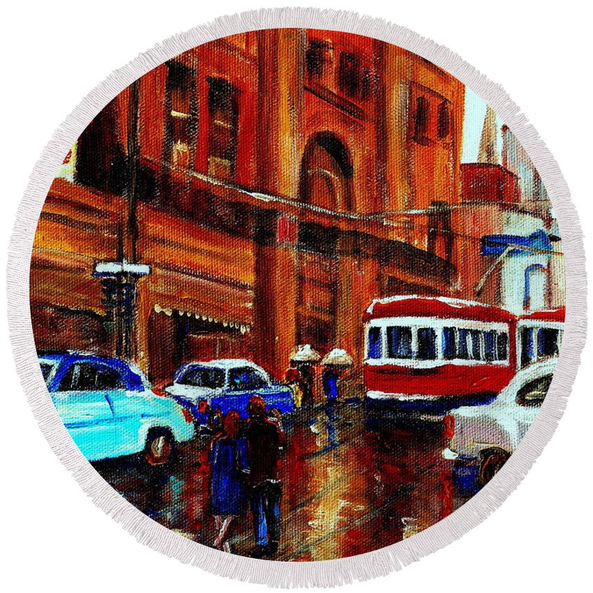 Downtown Montreal City Scenes Round Beach Towel featuring the painting Lovers In The Rain Stroll St Catherine Street Near Morgans Department Store Vintage City Scene Art by Carole Spandau