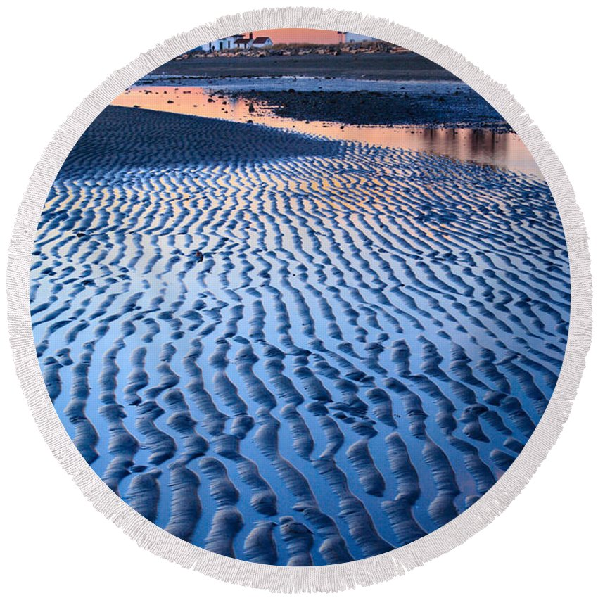 America Round Beach Towel featuring the photograph Low Tide In Seattle by Inge Johnsson