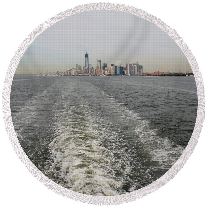Harbor Round Beach Towel featuring the photograph Lower New York by Rob Hans