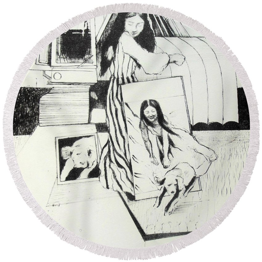 Fantasy Round Beach Towel featuring the drawing Lucia En Ceres by Lucia Hoogervorst