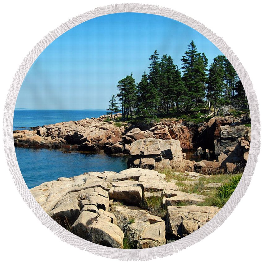 Maine Round Beach Towel featuring the photograph Maine's Rocky Coastline by Mountain Dreams