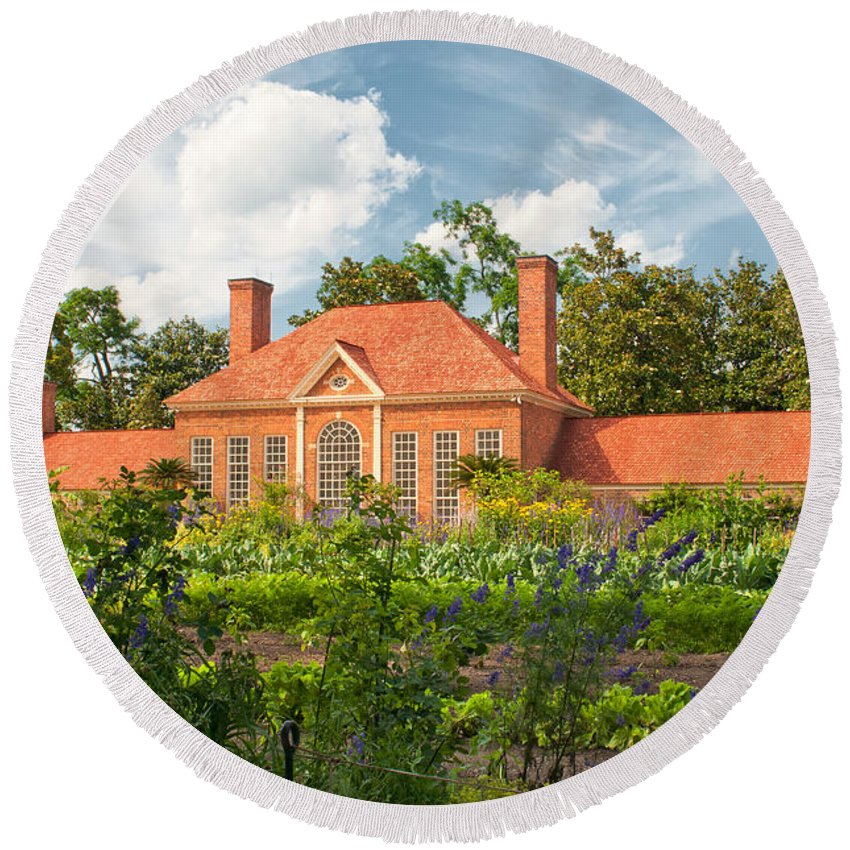 mount Vernon Round Beach Towel featuring the photograph Majestic Gardens by Paul Mangold