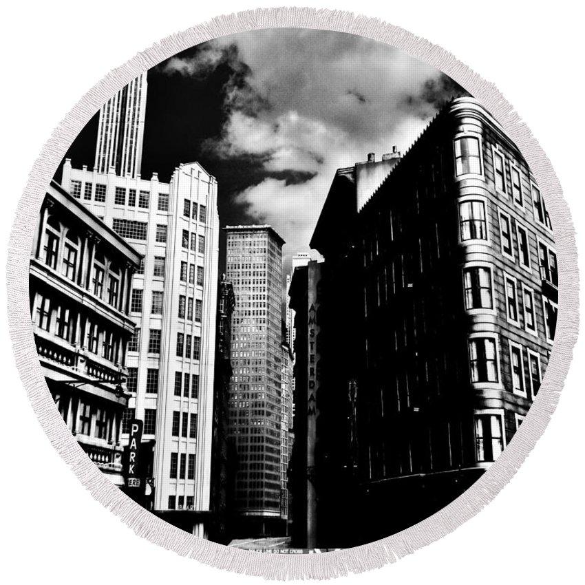 Manhattan Round Beach Towel featuring the photograph Manhattan Highlights B W by Benjamin Yeager