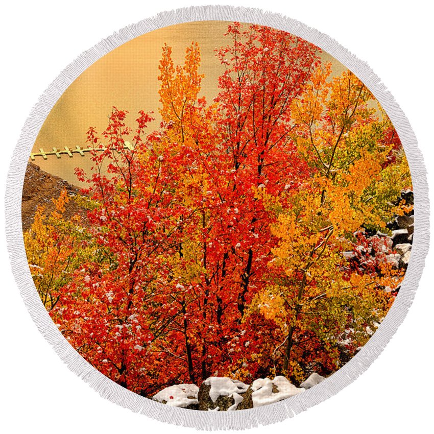 Palisades Round Beach Towel featuring the photograph Maples Along The Palisades by Greg Norrell