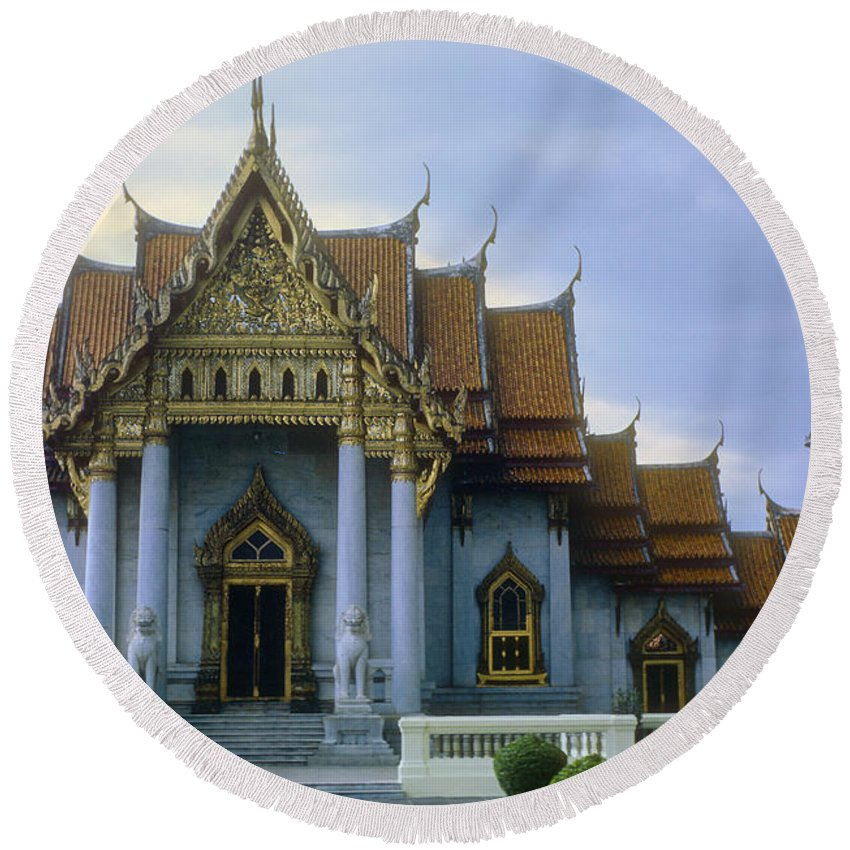 Wat Benchamabophit Marble Temple Temples Place Places Of Worship Landmark Landmarks Architecture Bangkok Thailand City Cities Cityscape Cityscapes Round Beach Towel featuring the photograph Marble Palace by Bob Phillips
