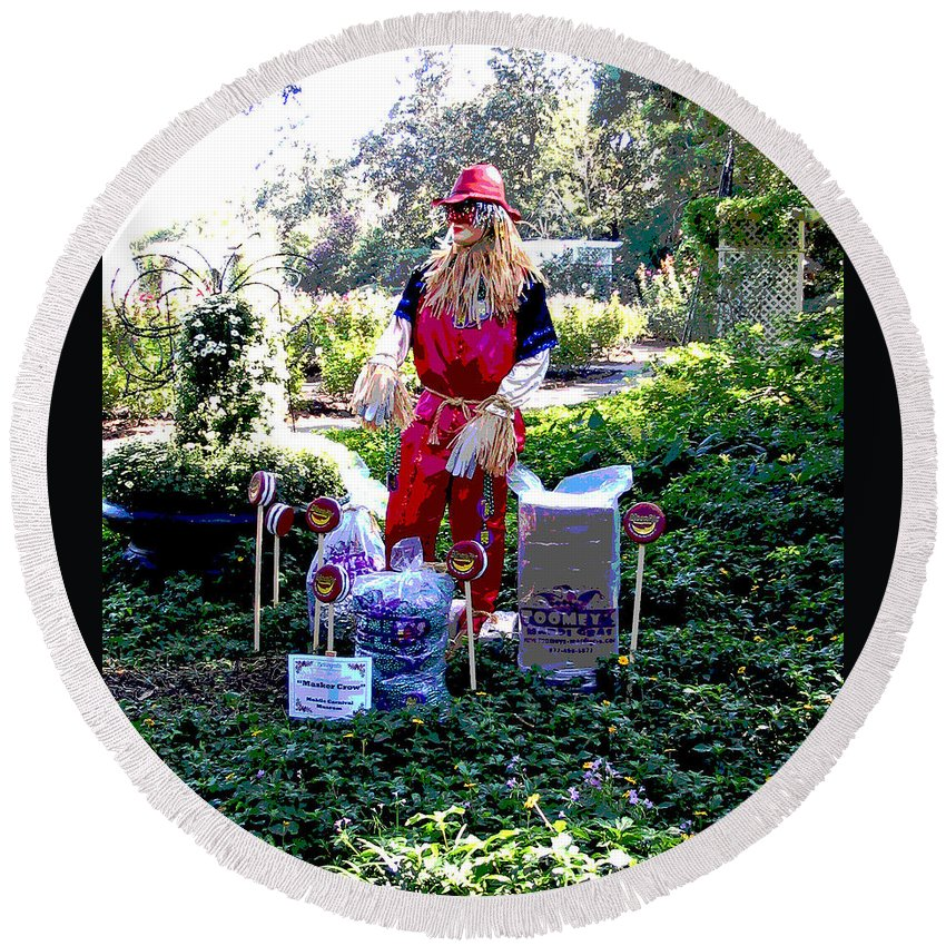 Computer Graphics Round Beach Towel featuring the photograph Mardi Gras Scarecrow At Bellingrath Gardens by Marian Bell