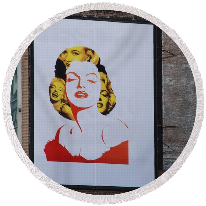 Marilyn Monroe Round Beach Towel featuring the photograph Marilyn Monroe by Rob Hans