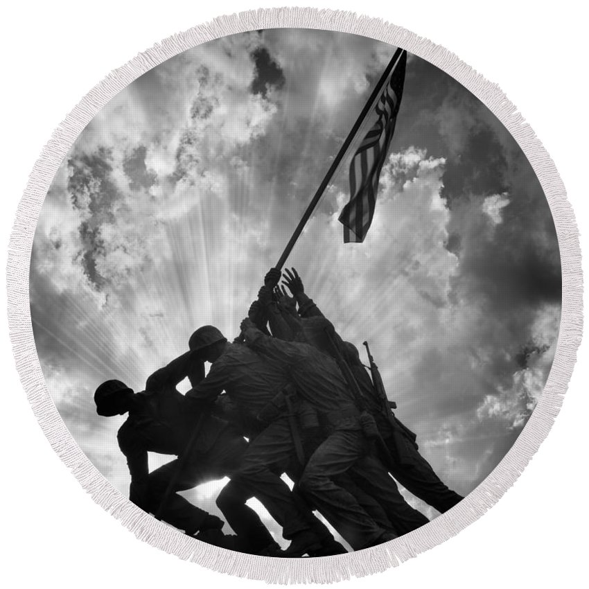 Marine Round Beach Towel featuring the photograph Marine Corps War Memorial by Jerry Fornarotto