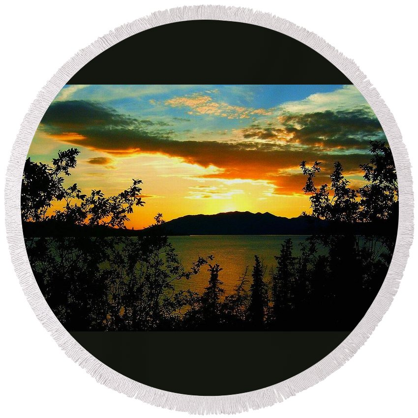 North America Round Beach Towel featuring the photograph Marsh Lake - Yukon by Juergen Weiss