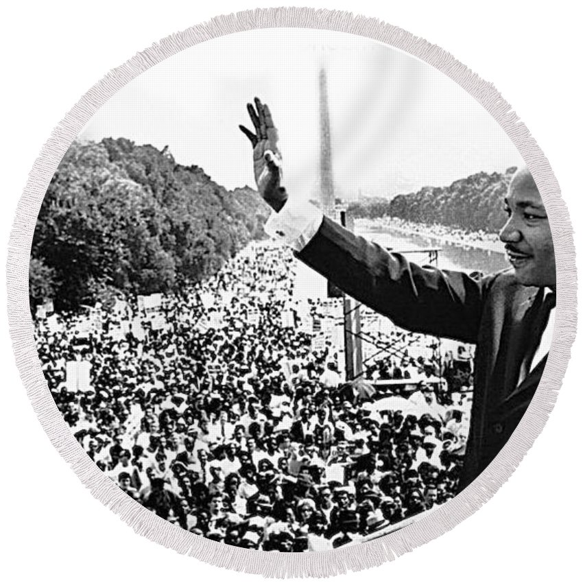 Martin Luther King The Great March On Washington Lincoln Memorial August 28 1963 Round Beach Towel featuring the photograph Martin Luther King The Great March On Washington Lincoln Memorial August 28 1963-2014 by David Lee Guss
