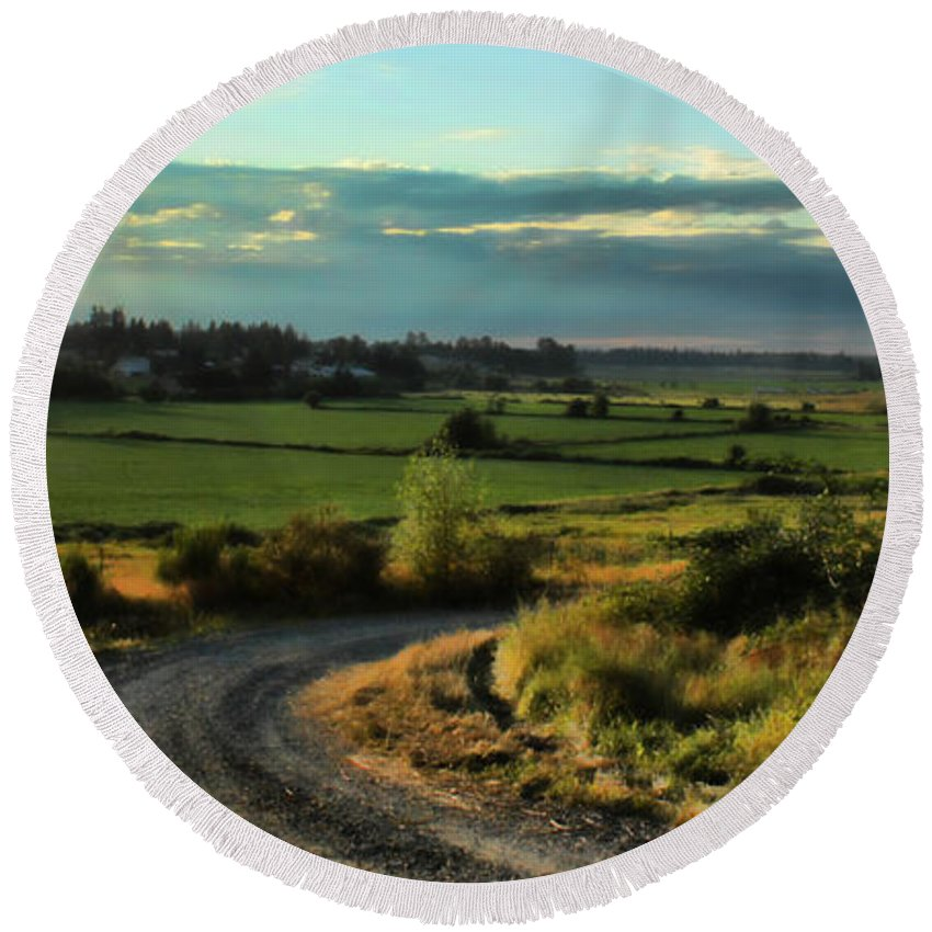 Marysville Round Beach Towel featuring the photograph Marysville Valley by Charlie Duncan