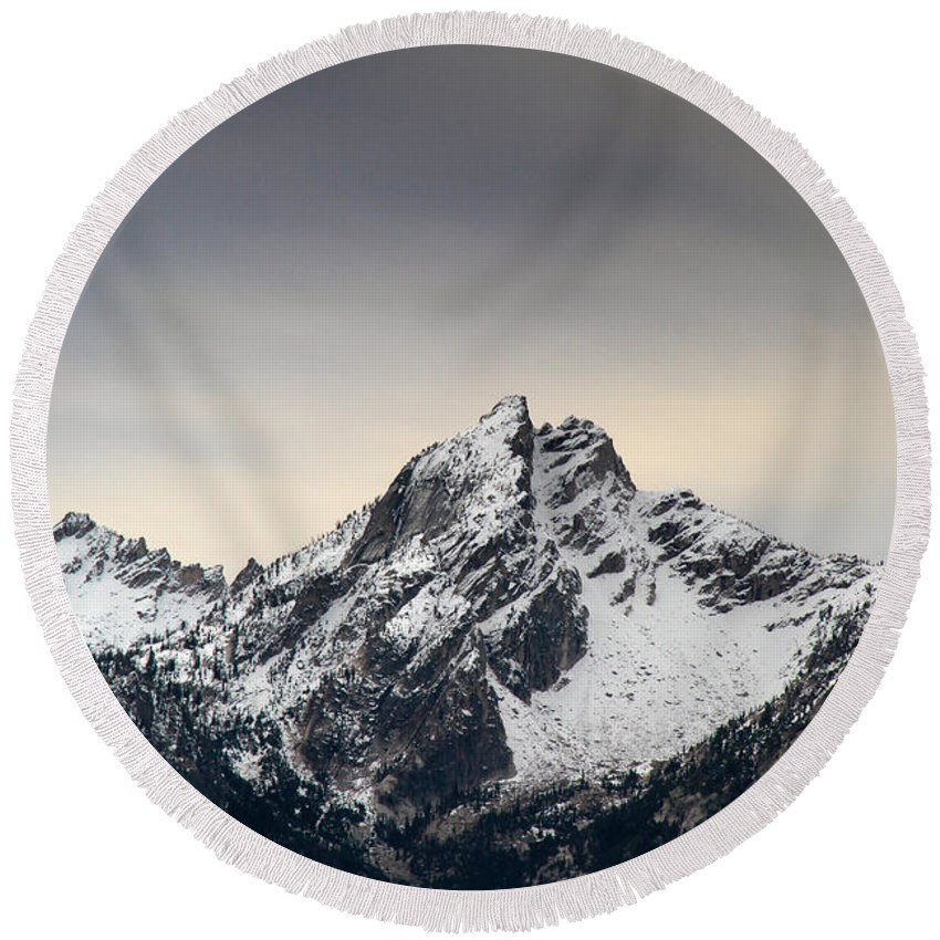 Mountains Round Beach Towel featuring the photograph Mcgown Peak Beauty America by Ed Riche