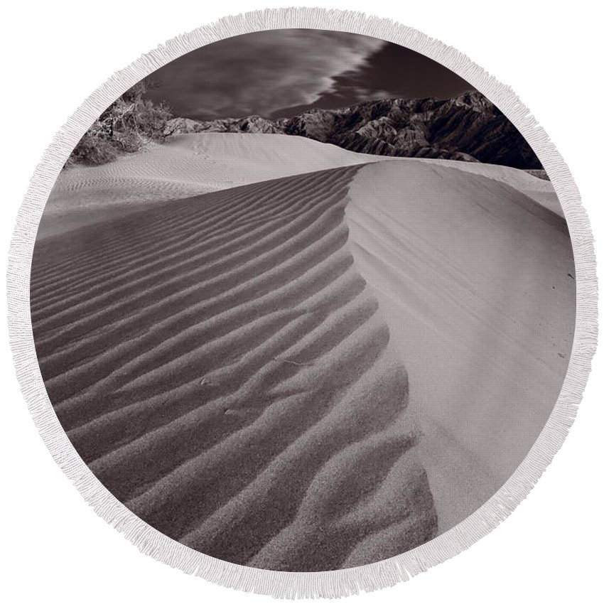 Death Round Beach Towel featuring the photograph Mesquite Dunes Death Valley B W by Steve Gadomski