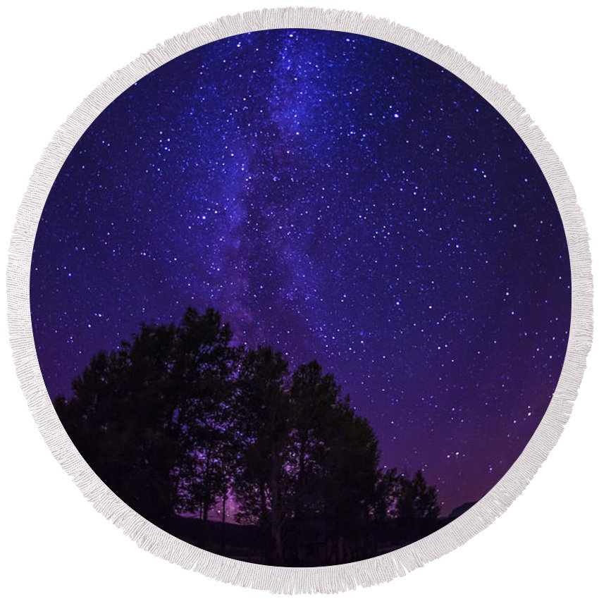 Milky Way Round Beach Towel featuring the photograph Milky Way by Vishwanath Bhat
