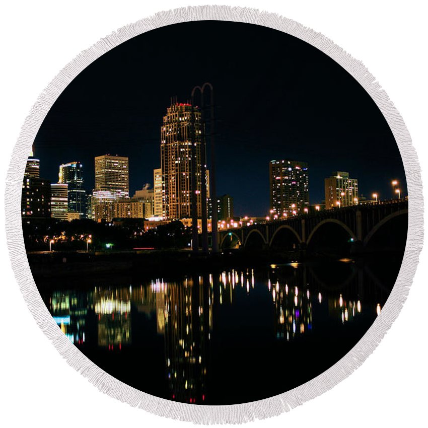 Iphone Case Round Beach Towel featuring the photograph Minneapolis Night Skyline by Kristin Elmquist
