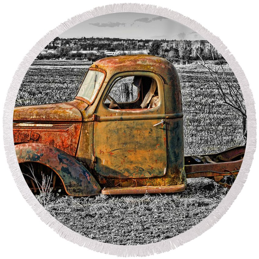 Old Trucks Round Beach Towel featuring the photograph Missing Front Wheels by Randy Harris