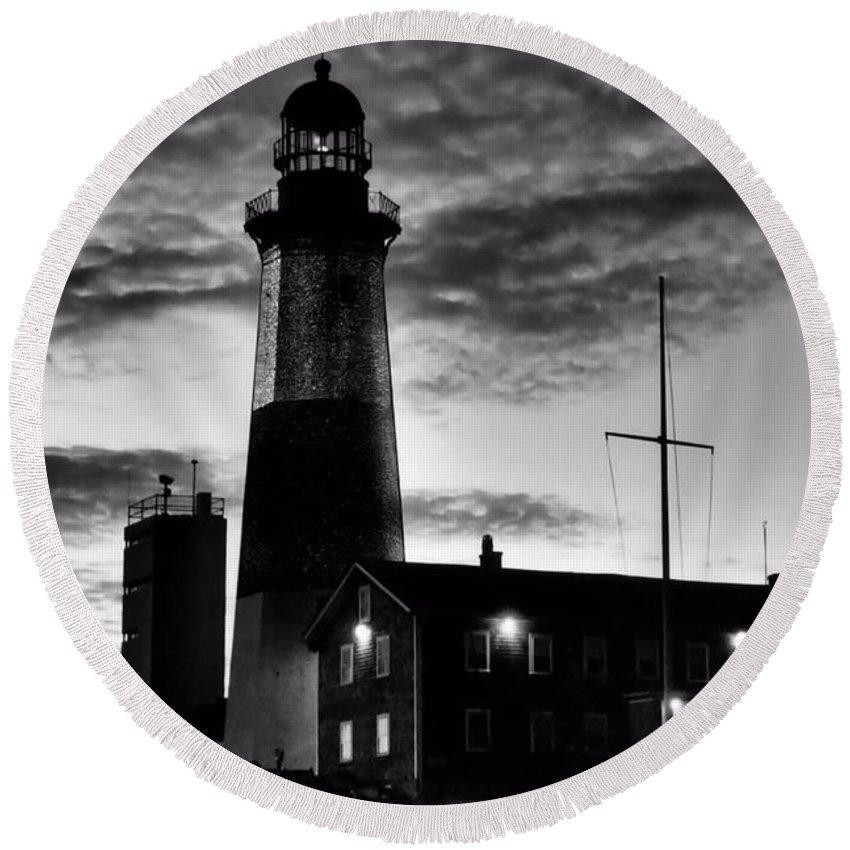 Black Round Beach Towel featuring the photograph Montauk Point by DJ Florek