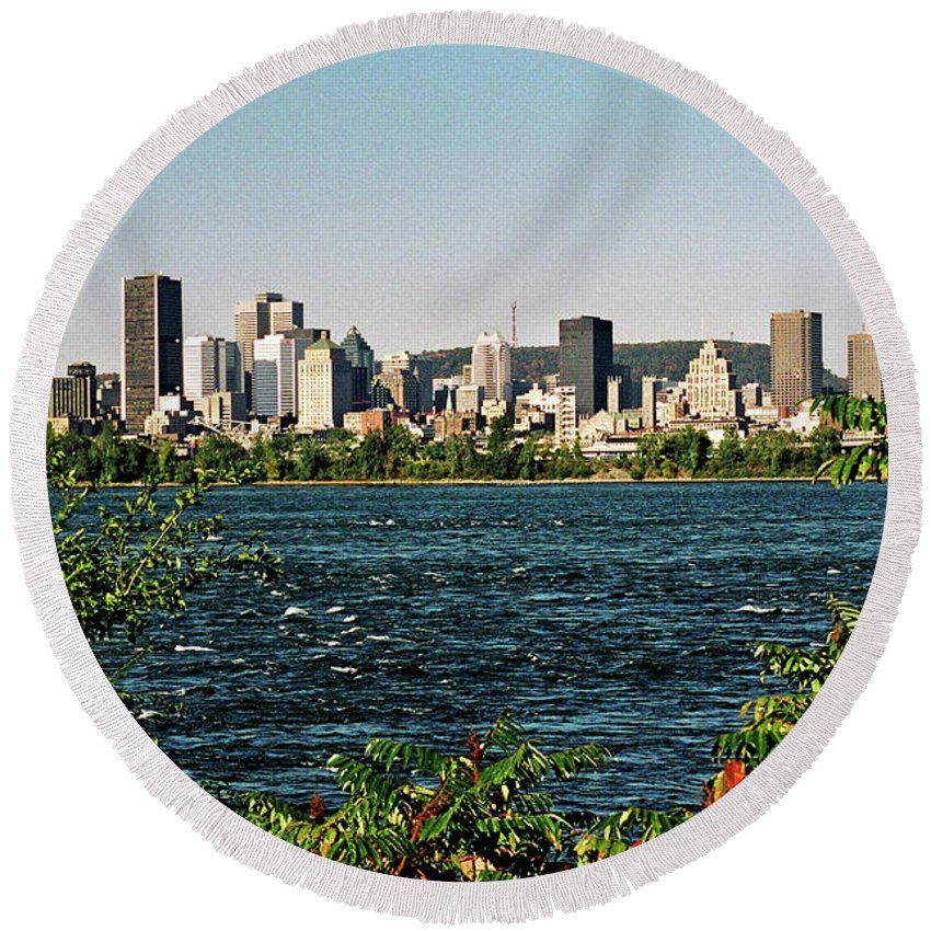 North America Round Beach Towel featuring the photograph Montreal - Sur Le Fleuve by Juergen Weiss