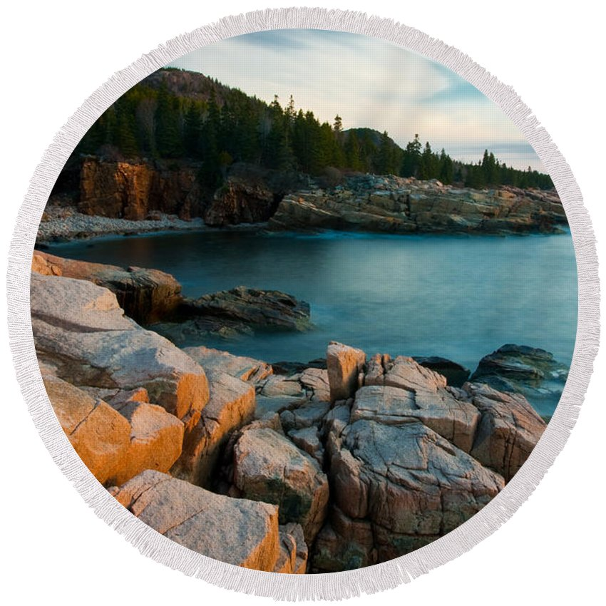 Monument Cove Round Beach Towel featuring the photograph Monument Cove 2604 by Brent L Ander