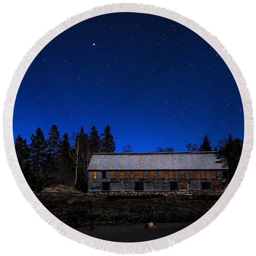 Moonlight Round Beach Towel featuring the photograph Moonlit Starscape At The Old Smokehouse by Marty Saccone