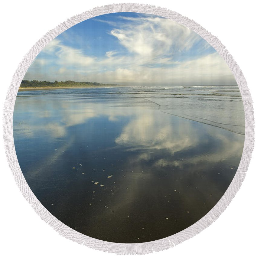 Cirrus Round Beach Towel featuring the photograph Moonstone Beach Reflections by Mike Dawson