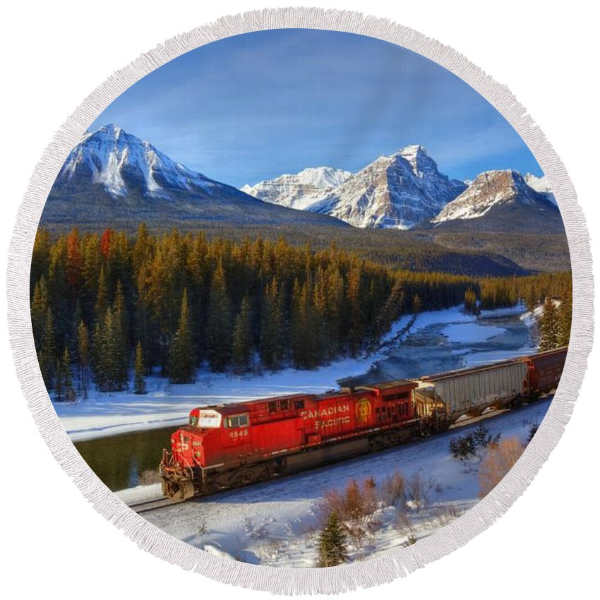 Cp Rail Round Beach Towel featuring the photograph Morant's Curve by James Anderson