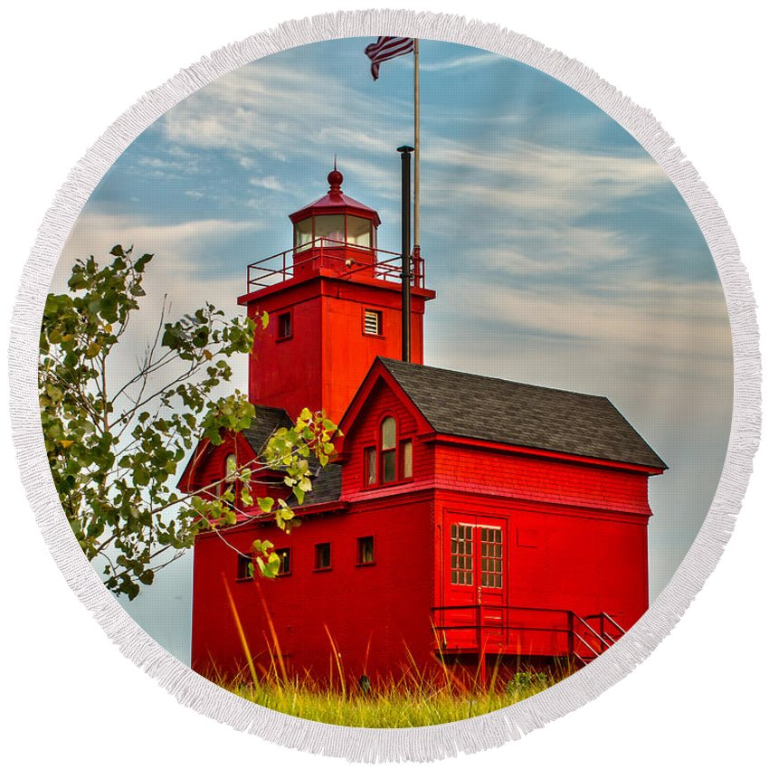 Lighthouse Round Beach Towel featuring the photograph Morning At The Big Red Lighthouse by Nick Zelinsky