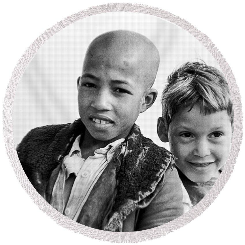 Boys Round Beach Towel featuring the photograph Moroccan School Boys by Donald Erickson