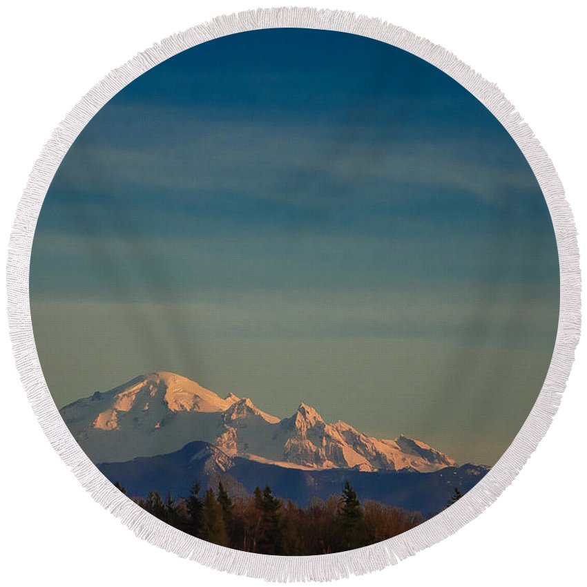 Mountain Round Beach Towel featuring the photograph Mount Baker Sunset by Charlie Duncan