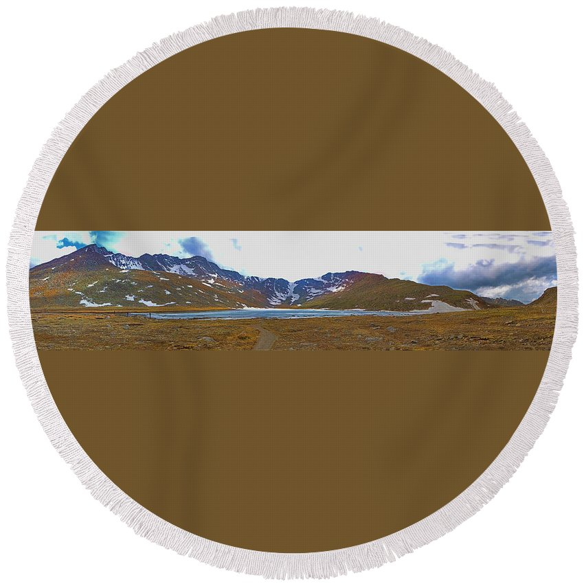 Tundra Round Beach Towel featuring the photograph Mount Evans And Summit Lake by Gary Holmes